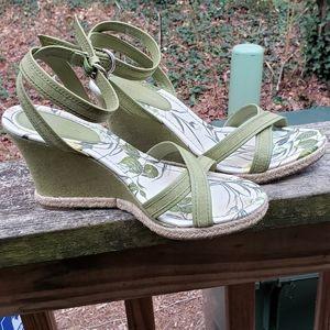 Size 9 Anne Taylor Olive Floral Wedge Sandals